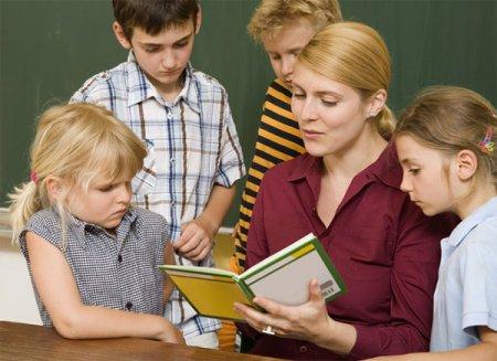 Чтение учащимися за учителем