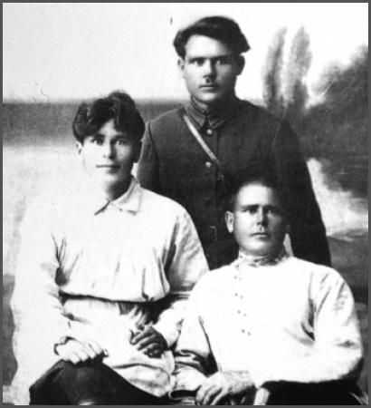 Н. В. Метелкин (крайний слева)