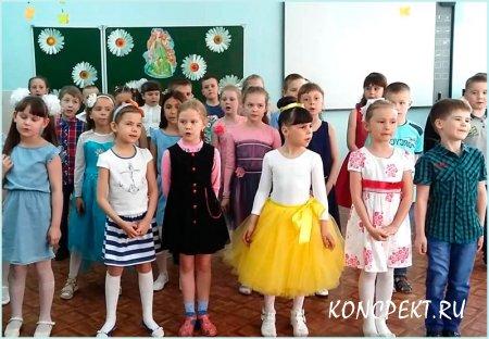 Дети исполняют песню для мам