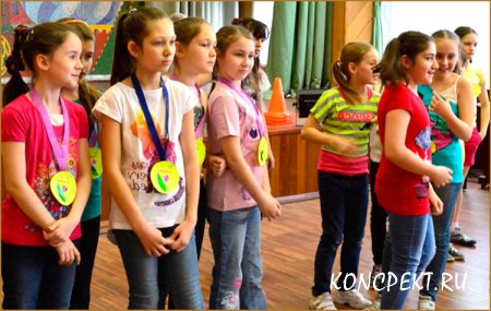 Выступление команды девочек