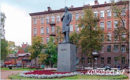 Памятник Некрасову в Петербурге