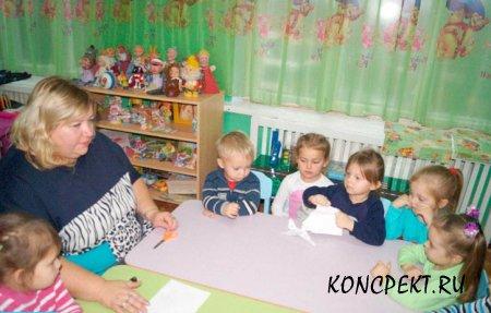 Дети определяют свойства бумаги