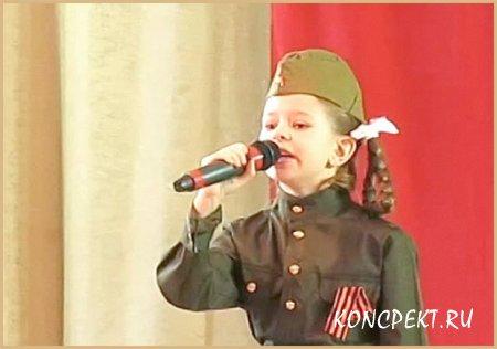 """Солистка исполняет песню """"Облака"""""""