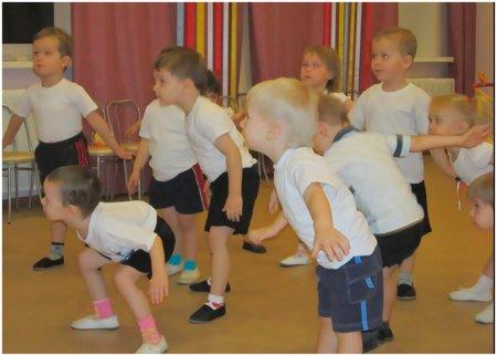 Дети выполняют упражнение на развитие речи