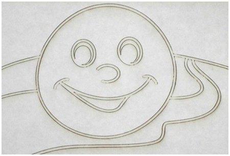 Рисунок колобка на песке