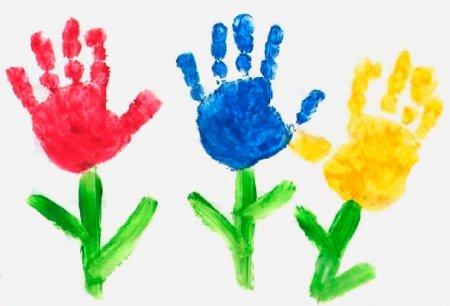 Цветы из детских ладошек