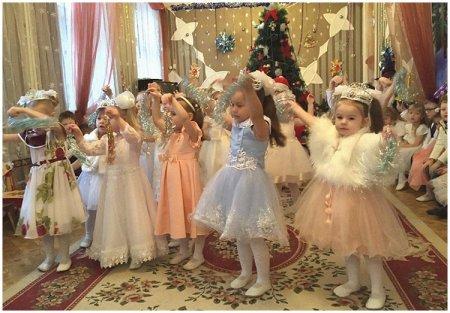 """""""Танец снежинок"""" на новогоднем утреннике"""