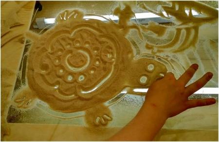 Рисование на песке с использованием светового стола