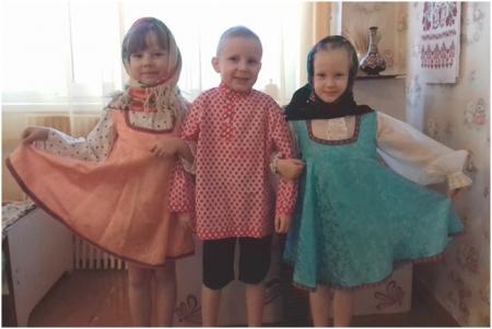 Дети в русских народных костюмах