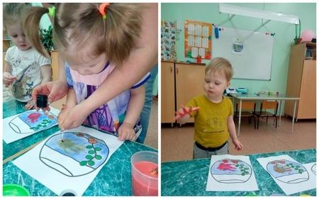 Дети рисуют рыбок в аквариуме
