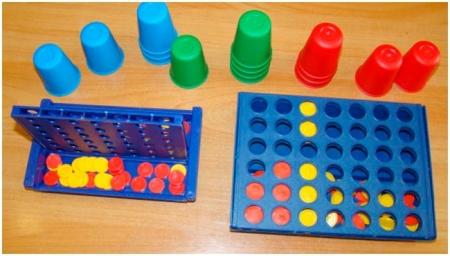 Игровое задание «Собери цветные стаканчики»