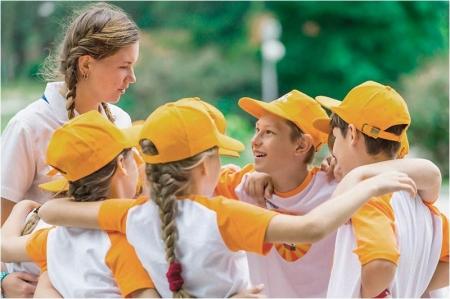 Команда детей в лагере