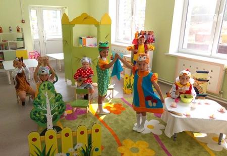 Тетерев, Зайчик и Мышка играют на музыкальных инструментах